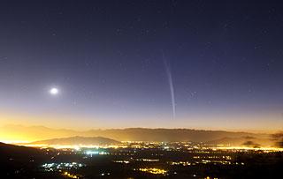 Image of Comet Lovejoy over Santiago, Chile.